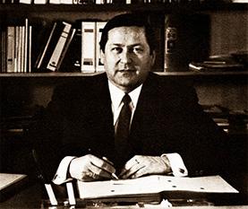 Heinrich Josef Winter am Schreibtisch