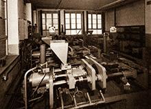 Kunststoff-Spritzguss Maschine der Kunststoffverarbeitung Winter in der Fabrik in Hainstadt