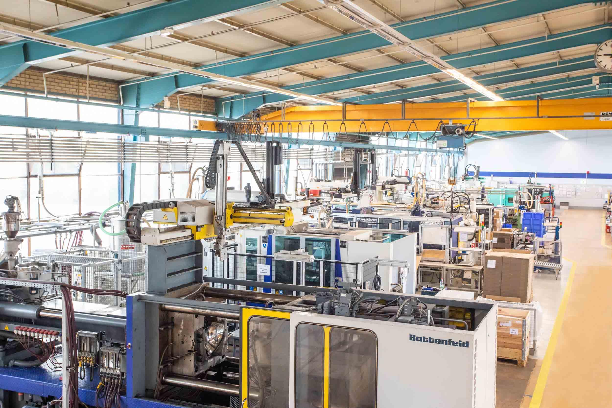 Kunststoffverarbeitung Winter Maschinen Produktionshalle Spritzgussformen
